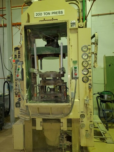 Bussman Simetag 220 ton powder compacting press